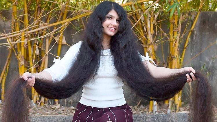 Vajza me flokët më të gjata në botë – VIDEO