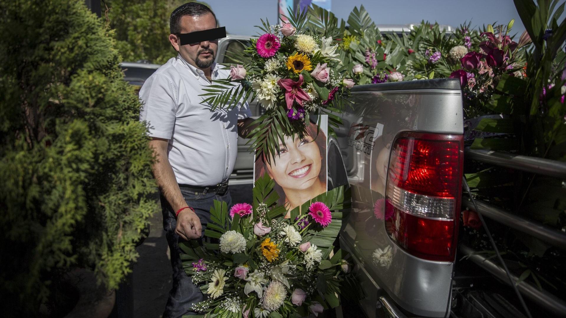 Përdhunoi e më pas e vrau studenten, arrestohet në funeralin e saj – VIDEO